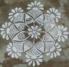 35 Best Mandala Rangoli designs to try - Wedandbeyond Simple Rangoli Border Designs, Simple Art Designs, Rangoli Simple, Indian Rangoli Designs, Rangoli Designs Latest, Rangoli Designs Flower, Free Hand Rangoli Design, Small Rangoli Design, Rangoli Patterns