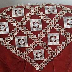 Crochet y strass Crochet Art, Crochet Motif, Crochet Doilies, Beading Patterns, Bohemian Rug, Diy And Crafts, Butterfly, Embroidery, Beads