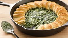 3 Ingredients Spinach-Alfredo Skillet Dip 2 boxes oz each) frozen chopped spinach 2 jars to 15 oz each) Alfredo pasta sauce 1 can oz) Pillsbury™ refrigerated French loaf Appetizer Dips, Appetizers For Party, Appetizer Recipes, Party Dips, Snack Recipes, Party Snacks, Vegetable Recipes, Bread Recipes, Sauces