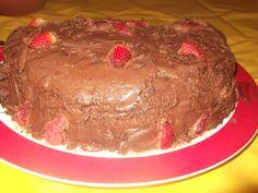 Bolo de chocolate recheio de morango