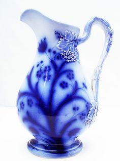 STUNNING ENGLISH ANTIQUE VICTORIAN FLOW BLUE JUG / PITCHER - LEAF DECORATION