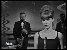 Astrud Gilberto & Stan Getz: The Girl From Ipanema- 1964 - YouTube