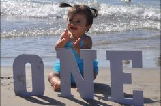 First Birthday photo - I'd love to do this when we go to the beach for her birthday!!!
