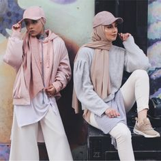 """2,305 Likes, 48 Comments - ⠀⠀⠀⠀Zara (@zaraazii) on Instagram: """"Sometimes its nice to break out of your comfort zone and try different looks! With my home girl…"""""""