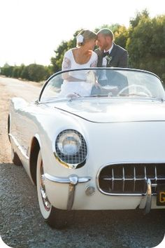 Bride & Groom in Vintage Car - if you know me you know I LOVE vintage cars - if only...