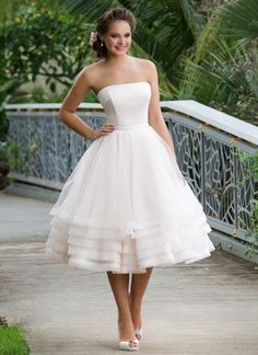 Tea length wedding dresses are for those who love the vintage bridal look. But what exactly is a tea length dress? A tea-length dress is a bit longer than the knees, and it should always be above the ankles. So if you would want to wear a tea length wedding dress, I got 10 stunning …