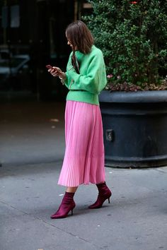 Best Skirt Outfits Part 14 Colourful Outfits, Colorful Fashion, Skinny Boots, Warm Outfits, Cool Outfits, Models Prefer, High Fashion, Womens Fashion, Fashion Stylist