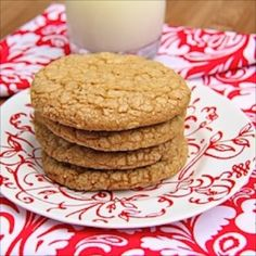 Biscoff Oatmeal Crispies - some of the best cookies I've ever made! Cake Mix Cookie Recipes, Delicious Cookie Recipes, Cake Mix Cookies, Yummy Cookies, Great Recipes, Biscoff Cookie Butter, Biscoff Cookies, Shortbread Cookies, Drop Cookies