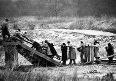 """""""60 Jahre Brücke von Andau"""": Arbeiter-Samariter-Bund Österreichs Painting, Google, World War Ii, Searching, Painting Art, Paintings, Painted Canvas, Drawings"""