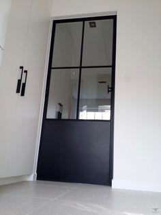 Deur in kader Steel Frame Doors, Hallway Inspiration, Loft House, Door Trims, House Entrance, Internal Doors, Painted Doors, Interior Design Kitchen, Door Design