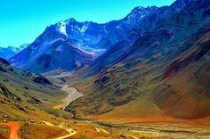 Mendoza. Camino del Cristo Redentor a Las Cuevas. Argentina