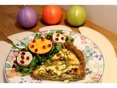 Smoked salmon quiche with winter salad