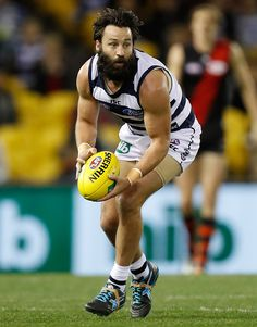 Jimmy Bartel shaved that thing off today! I wonder what his 9 month Yr old baby will think??? Good cause Jimmy!!!!⚪️⚪️⚪️