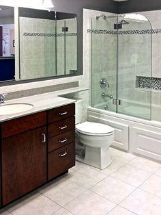 Timeless Appeal Bathroom with Tile Accents New Bathroom Ideas, Bathroom Kids, Bathroom Renos, Simple Bathroom, Bathroom Inspiration, Bathroom Remodeling, Bathtub With Glass Door, Bathtub Doors, Tub Tile