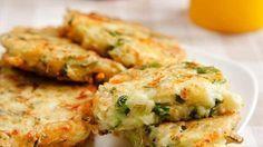 Рецепт кабачковых котлет очень простой. Котлеты получаются сочные, свежие и вкусненькие. В сезон кабачков – очень дешевая еда.Чем котлеты из кабачков отличаются от оладий из кабачков? Во-первых, в котлетах присутствует сыр и зелень, а во-вторых, они более плотные по консистенции.