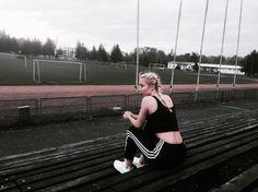 """Polubienia: 69, komentarze: 2 – U L A🦄 (@_bibelota) na Instagramie: """"90' #modnay #may #me #blonde #adidas #polishgirl #polskadziewczyna #fitness #running #white #black…"""""""