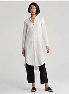 Measures 40 inches in front, 43 inches in back (size small). Model featured is Over 60 Fashion, Daily Fashion, Posh Clothing, Modest Fashion, Fashion Outfits, Dress Over Pants, Black White Fashion, Mandarin Collar, Long Tops
