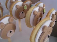 Homemade teddy bear cookie pops make a great idea for any children's teddy bear picnic party. Teddy Bear Cookies, Teddy Bear Party, Teddy Bear Birthday, Teddy Bear Baby Shower, Teddy Bears, Cookies For Kids, Cute Cookies, Cake Decorating Classes, Cookie Decorating