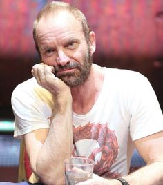 Aunque no lo parece es Sting, que sigue haciendo promoción casi estéril de su musical &qout;The Last ship&qout;, que musicalmente es un coñazo de tomo y lomo.…