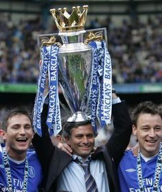 Frank Lampard Jose Mourinho And John Terry With The Premier League Trophy In 2005