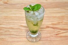 If you are underage or do not drink alcohol, but still want to join in the fun, this article for you. With its sharp yet sweet minty taste, this fruity Cuban drink will have you up and dancing in no time. Bruise the limes by bashing them...