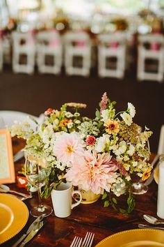 Flowers grown and designed by Love 'n Fresh Flowers. Photo by Pat Furey Photography.