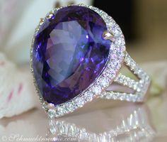High-End: Huge Tanzanite Diamond Ring, 12,14 cts. WG-18K -- Find out: schmucktraeume.com - Visit us on FB: https://www.facebook.com/pages/Noble-Juwelen/150871984924926?ref=hl - Any questions? Contact us: info@schmucktraeume.com