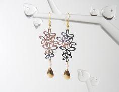 Boucles d'oreilles fleurs rose pastel argentées et dorées estampes cuivre…