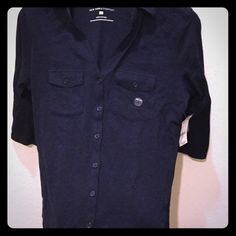🎄⬇️🔴🆕NWT NY & Co. Navy Blue 3/4 sleeve shirt🌟 🌟NWT New York & Company Navy Blue 3/4 length sleeve button down shirt with collar.  Size S.  Very cute!  Chest measurement approx 18 in.  Great for a casual occasion! 🎽🎀💫 New York & Company Tops Button Down Shirts