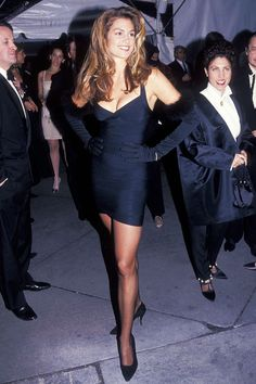 supermodels were really and truly the best of all time—see Kate Moss, Cindy Crawford, Naomi Campbell, Linda Evangelista and more here. Mobel Rare Shots of Supermodels We're Pinning for Outfit Inspiration 90s Fashion, Runway Fashion, Fashion Outfits, High Fashion, Cindy Crawford, Ellen Von Unwerth, Outfits Casual, 90s Outfit, Linda Evangelista