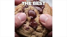 The Best Chewy Chocolate chip Cookie Best 100 gram suiker 130 gram bruine suiker 120 gram boter zout 1 ei 162 gram bloem 300 gram chocolate chips of meer Best Chocolate Chip Cookie Recipe Chewy, Perfect Chocolate Chip Cookies, Chocolate Chip Recipes, Cholate Chip Cookies, Chocolate Chip Cookies Chewy, Soft Cookie Recipe, Chocolate Videos, Easy Cookie Recipes, Sweet Recipes