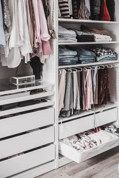Planning a walk-in closet: that& how I set up my dressing room - Julie& dress code - Planning a Walk in Wardrobe: That& How I Furnished My Dressing Room Julies Dresscode Fashion - Walking Closet, Ikea Closet, Closet Space, Bedroom Closet Design, Closet Designs, Wardrobe Organisation, Closet Organization, Organization Ideas, Wardrobe Room