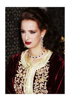 Red velvet with gold Casa Real, Satin Duchesse, Moroccan Caftan, Royal Prince, Ancient Jewelry, Royal Jewels, Celebs, Celebrities, Royal Fashion