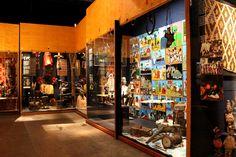 Euroopan ulkopuolisiin kulttuureihin tutustuttava Helinä Rautavaaran museo WeeGeen kulttuurikeskuksessa.