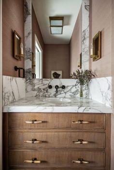 Looking for Bathroom and Powder Room ideas? Browse Bathroom and Powder Room images for decor, layout, furniture, and storage inspiration from HGTV. Bad Inspiration, Bathroom Inspiration, Tuesday Inspiration, Bathroom Interior Design, Home Interior, Home Luxury, Small Room Design, Garage Apartments, Atlanta Homes