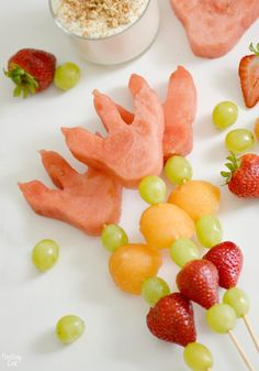 Celebrate the back to school season with this easy dinosaur snack idea with dinosaur footprints! Kids will love these fun dino fruit skewers with yogurt fruit dip inspired by We Don't Eat Our Classmates a humorous children's book by Ryan T Higgins. Dinosaur Watermelon, Dinosaur Food, Dinosaur Birthday Cakes, Fruit Birthday, Dinosaur Party, Birthday Parties, 3rd Birthday, Girl Dinosaur, Dinosaur Crafts