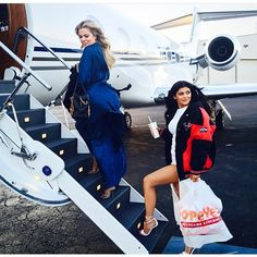 aa3155b0f49 Keeping Up With the Kardashians star and sister Kylie Jenner enjoyed fast  food on private jet