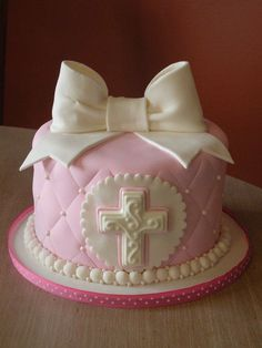 pink baptism or first communion - cake and cupcakes for a first communion to go on a cupcake tower. little girl LOVES pink! Bautizo Cakes, Baby Dedication Cake, Dedication Ideas, Comunion Cakes, First Holy Communion Cake, Religious Cakes, Confirmation Cakes, Girl Cakes, Baby Cakes