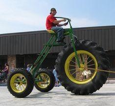 ★ゾウさんでも運転できる三輪車 大きなタイヤにビックリ。 ゾウさんでも運転できる三輪車だ。 眺めがいいし、きもちいいよ。