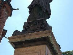 Unicorno (Borromeo) - Particolare del monumento a San Carlo Borromeo, piazza Borromeo, Milano, realizzato su disegno di Dionigi Bussola del 1624.