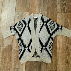 Aztec print cardigan Flowy sweater top, size small. Perfect with boots and leggings! Small snag on front side. Pink Rose Sweaters Cardigans