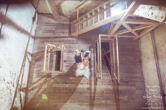 Ještě jedna fotka ze svatby Makči a Míši v Jindřichově Hradci... Venku začalo pršet a tak jsme šli fotit dovnitř. No a kam jinam, než na věž a do věže :-) když už jí tam požádal o ruku... #svatba #wedding #svatebnifoto #weddingphoto #svatebnifotograf #weddingphotographer #czechwedding #czech #czechphotographer #czechweddingphotographer #nevesta #zenich #jh #jhradec #jindrichuvhradec #vez #vevezi #mamsvojipracirad #fotiltomilan