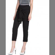 CALÇA JOGGING ALFAIATARIA confeccionada em crepe com elastano que oferece pouca elasticidade. Calça jogging feminina de cintura alta cós com elástico e amarração frontal fixa que lembra uma blusa amarrada na cintura. #achadinhos  Encontrei Aqui... Vem Ver! http://imaginariodamulher.com.br/look/?go=2onaxqH #modafeminina #modafashion #tendencia #modaonline #moda #instamoda #lookfashion #blogdemoda #imaginariodamulher