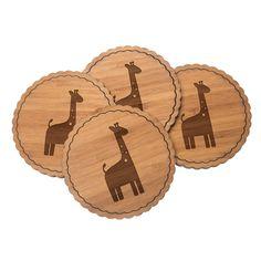4er Set Untersetzer Rundwelle Giraffe aus Bambus  Natur - Das Original von Mr. & Mrs. Panda.  Diese runden Untersetzer als 4er Set mit einer wunderschönen Wellenform sind ein besonderes Highlight auf jedem Esstisch. Jeder Gläser Untersetzer wurde mit viel Liebe handgefertigt und alle unsere Motive sind mit besonders viel Hingabe von unserer Designerin gestaltet worden. Im Set sind jeweils 4 Untersetzer enthalten.    Über unser Motiv Giraffe  Rekord: Giraffen sind die höchsten landlebenden…