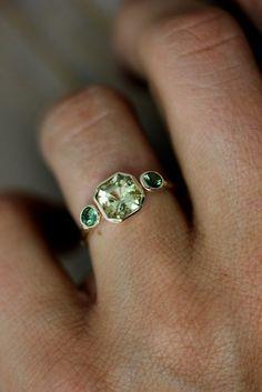 Asscher Cut Beryl and Green Tourmaline Ring in Yellow Gold, Three Stone Ring. (I just love the shape & colour! Gems Jewelry, Jewelry Box, Jewelry Accessories, Fine Jewelry, Jewelry Design, Jewlery, Tourmaline Ring, Green Tourmaline, Three Stone Rings