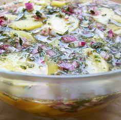 Krumplisaláta tárkonnyal bécsi stílusban Recept képpel - Mindmegette.hu - Receptek Potato Salad, Potatoes, Ethnic Recipes, Desserts, Hungary, Food, Diet, Tailgate Desserts, Deserts