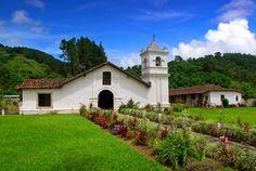 Iglesia colonia de Orosi, Cartago, Costa Rica.