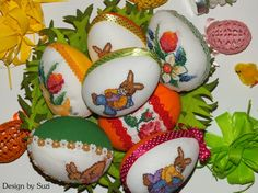 Design by Suzi: Polystyrénové vajíčka so zajačikmi Crossstitch, Easter Eggs, Jar, Christmas Ornaments, Holiday Decor, Spring, Crafts, Design, Scrappy Quilts