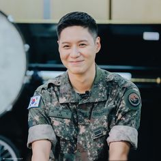 Shinee Albums, Shinee Taemin, Asian Men, Military Jacket, Rapper, Jimin, Interview, Men Casual, Husband