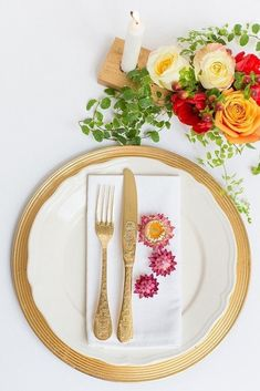 You can never, ever go wrong with gold! These gorgeous gold wedding ideasstylednext to brilliant splashes of color and fresh white accents should have you falling in love all over again. If you're thinking about incorporating gold into your wedding decor, I challenge you to think about unique ways to bring a touch of shimmer into the mix--perhaps with fancy cutlery, a metallic-themed wedding cake, or even glitzy linens. Any way you work it will be fabulous.